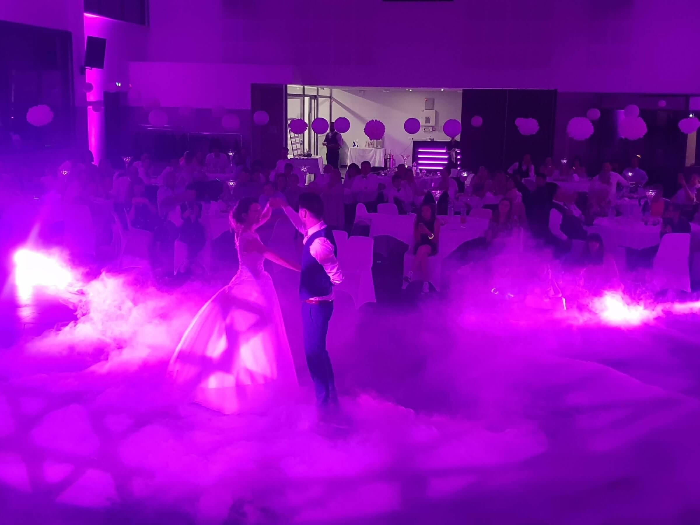 L'éclairage de salle pour un mariage.
